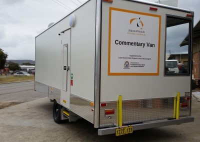 Commentary Van